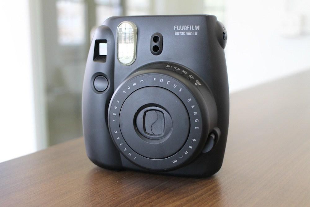 Fujifilm Instax Mini 8, impugnatura